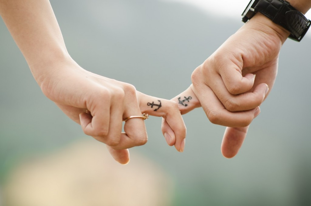 hands_love_couple_together_fingers_people_family_human-1094128.jpg!d